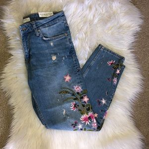 Zara Embroidered Jeans 🌸